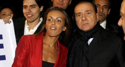 Silvio Berlusconi ha una nuova fidanzata, a Ruby 500 euro di multa